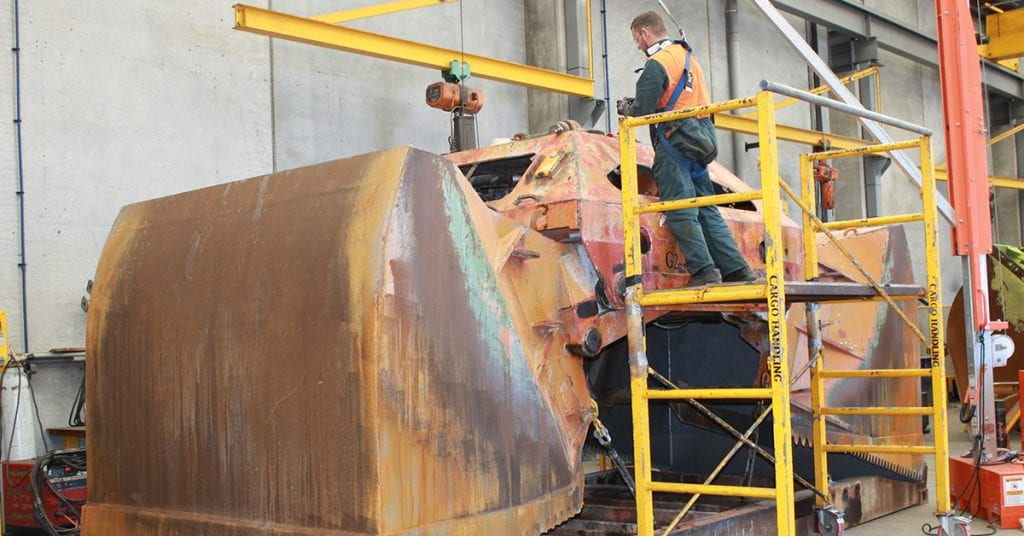 Page Macrae Engineering complete maintenance and repairs on diesel-hydraulic grab